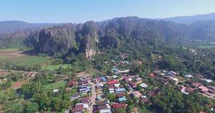 Montagne de chaux en Thaïlande banque de vidéos