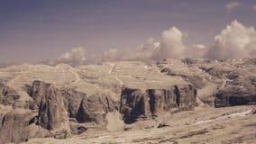Montagne de désert de vue aérienne en Italie banque de vidéos
