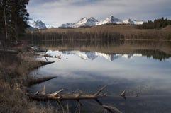 Montagne de dent de scie de Sun Valley Idaho de réflexion de l'eau de lac redfish Photos stock