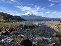 Montagne de Fuji au lac de kawaguchiko, Japon Photographie stock libre de droits