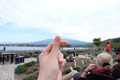 Montagne de Fuji au lac de kawaguchiko, Japon Photo libre de droits