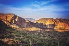 Montagne de l'Arizona dans la distance lointaine Photo stock