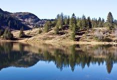 montagne de lac Images stock