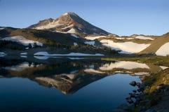montagne de lac Photo stock