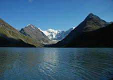 montagne de lac de kem d'ak Photos stock
