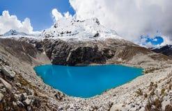 Montagne de lac Laguna 69 et de Chakrarahu Image libre de droits