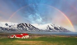 Montagne de landspace de l'Islande avec l'arc-en-ciel Photographie stock libre de droits
