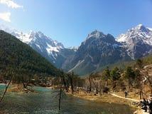 Montagne de Lijiang Yulong image stock