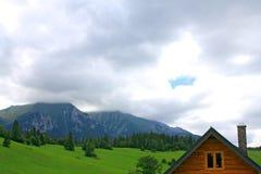 montagne de maison Images stock