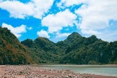 Montagne de mer de paysage de nature Image stock