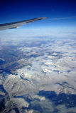 Montagne de neige d'avion Photo stock