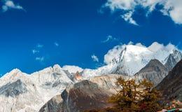Montagne de neige de plateau Photographie stock libre de droits