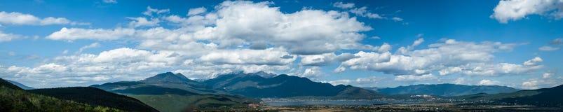 Montagne de neige de Yulong Photographie stock libre de droits