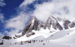 Montagne de neige de Yulong photographie stock