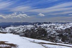 Montagne de neige et ciel bleu à la vallée de lune bleue, Shangri-La, Yunn Images stock