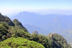 Montagne de Sanqingshan en mer de nuage, adobe RVB photographie stock