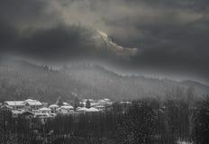 Montagne de Serva entourée par le brouillard Photo stock