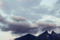 Montagne de Silla de La de Cerro De dans la ville de Monterrey photographie stock libre de droits