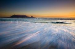 Montagne de Tableau au coucher du soleil Photos libres de droits