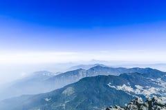 Montagne de volcan de Santa Maria par Quetzaltenango au Guatemala Image stock