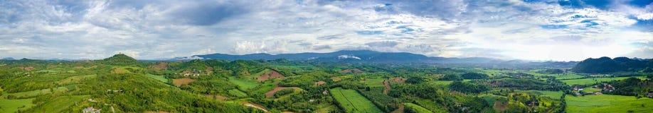 Montagne de vue panoramique et ciel bleu Photographie stock