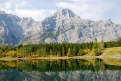 montagne del lago di caduta Fotografia Stock