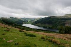 Montagne del paesaggio con il lago Immagine Stock Libera da Diritti