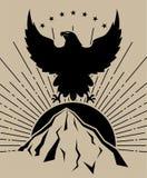Montagne del sole di Eagle nel nero su fondo marrone chiaro immagini stock libere da diritti