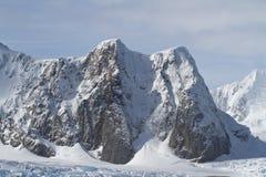 Montagne dell'estate antartica della penisola Fotografia Stock