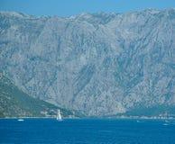 Montagne della baia di Cattaro nel Montenegro fotografia stock libera da diritti
