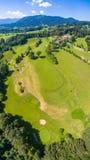 Montagne della Baviera di Golfcourse fotografia stock libera da diritti