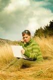 Montagne della donna all'aperto Fotografia Stock