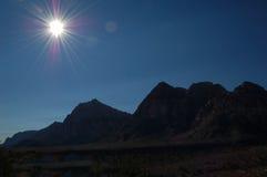Montagne della siluetta Fotografia Stock