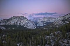 Montagne della sosta nazionale del Yosemite Immagini Stock Libere da Diritti