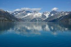 Montagne della sosta nazionale della baia di ghiacciaio, Alaska Immagine Stock
