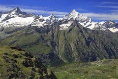 Montagne delle alpi coperte da neve in Svizzera, area di paradiso di Sunnegga Immagini Stock Libere da Diritti