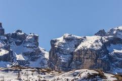 Montagne delle alpi delle dolomia con neve in primavera in Italia Fotografia Stock Libera da Diritti