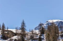Montagne delle alpi delle dolomia in primavera in Italia vicino a Madonna di Campiglio con il chiari cielo ed aereo Fotografia Stock Libera da Diritti