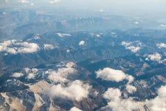 Montagne delle alpi delle dolomia - Italia sotto le nuvole Vista da Airplan Immagini Stock Libere da Diritti