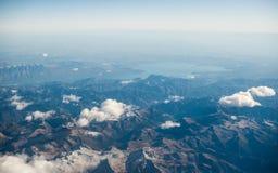 Montagne delle alpi delle dolomia - Italia sotto le nuvole Vista da Airplan Fotografie Stock