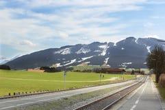Montagne delle alpi e della ferrovia Fotografia Stock Libera da Diritti