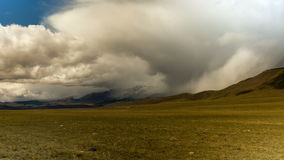 Montagne di Altai Bello paesaggio dell'altopiano La Russia Siberia Timelapse video d archivio