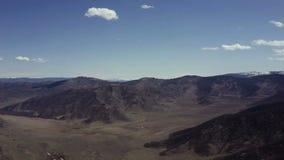 Montagne di Altai Bello paesaggio dell'altopiano La Russia siberia Volo su quadcopter stock footage