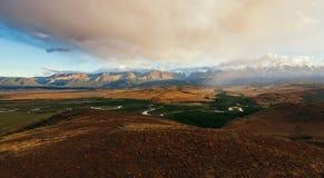 Montagne di Altai, fiume di Chuya e steppa di Kuray Fotografie Stock Libere da Diritti