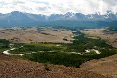 Montagne di Altai, fiume di Chuya e steppa di Kuray Immagini Stock