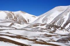 Montagne di Apennines con neve Fotografia Stock