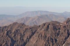 Montagne di atlante nel Marocco Treking sull'più alto picco Toubkal Immagini Stock Libere da Diritti