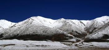 Montagne di Bluesky nel Tibet Fotografia Stock