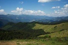 Montagne di Carpathians paesaggio Fotografia Stock