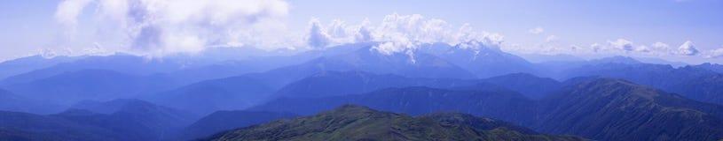 Montagne di Caucaso di panorama, con i pendii Oshten Fotografia Stock
